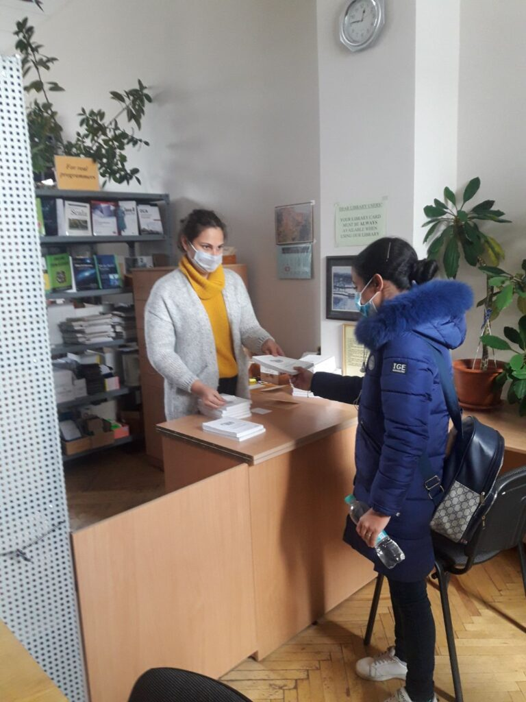 International students get acquainted with the library of KNURE